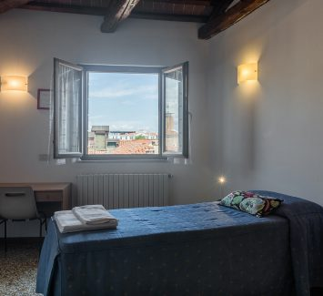 Single-double room with view on the Venetian roofs and lagoon